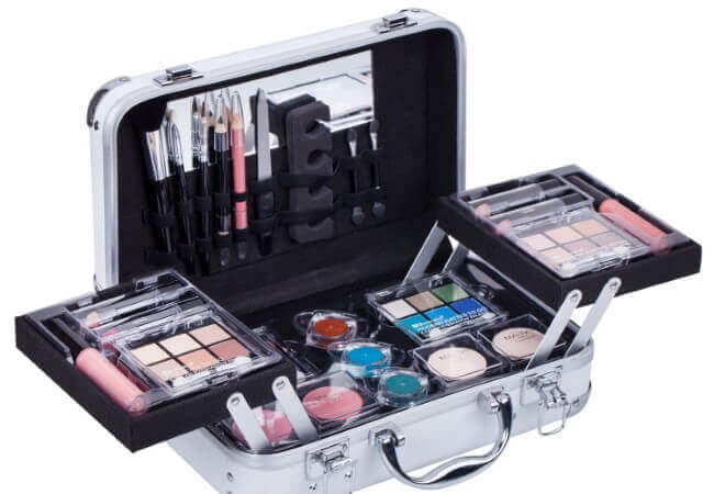 Maúve-Carry-All-Trunk-Train-Case-with-Makeup-and-Reusable-Black-White-Aluminum-Case-WHITE